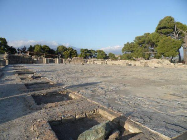 Fajstos. Tajemniczy dysk i ruiny pałacu