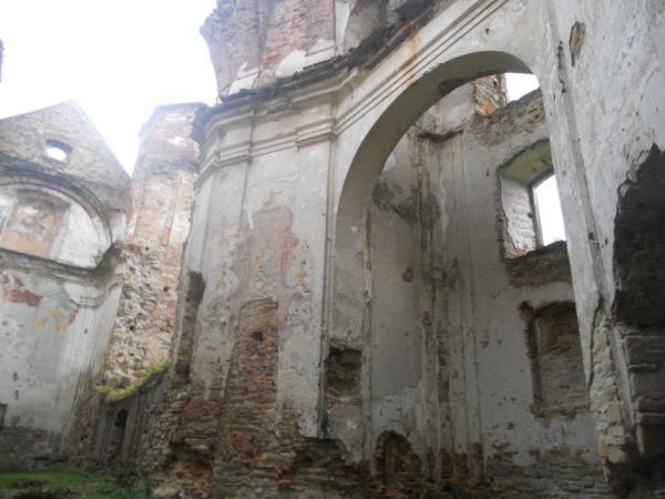 Zagórz. W ruinach klasztoru karmelitów