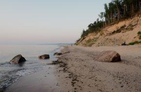 Labrags Cicha plaża pod wysokim klifem