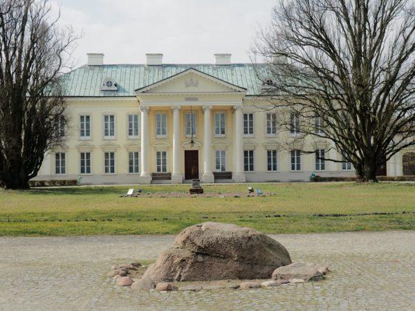 Walewice. Pałac cesarskiej metresy