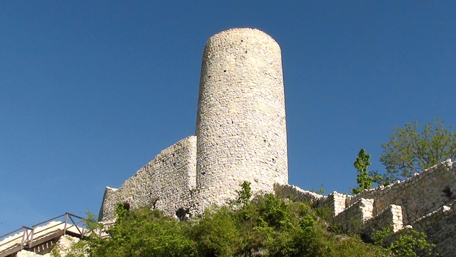 Smoleń. Ruiny zamku w rezerwacie przyrody