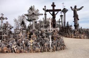 Szawle Warto odwiedzić Górę Krzyży