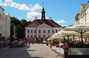 Tartu Na wzgórzu katedralnym i starym mieście