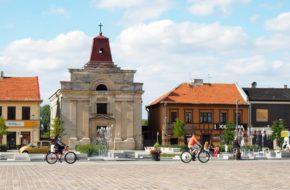 Tomaszów Mazowiecki Jedyna ruina przy odnowionym rynku