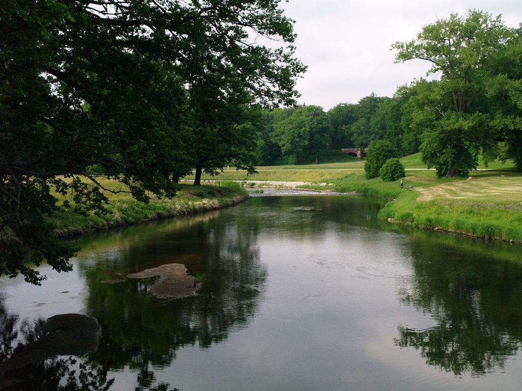 Park Mużakowski. Spojrzenie na zieleń z Podwójnego Mostu
