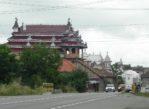 Huedin. Cygańskie pałace rzędem przy drodze