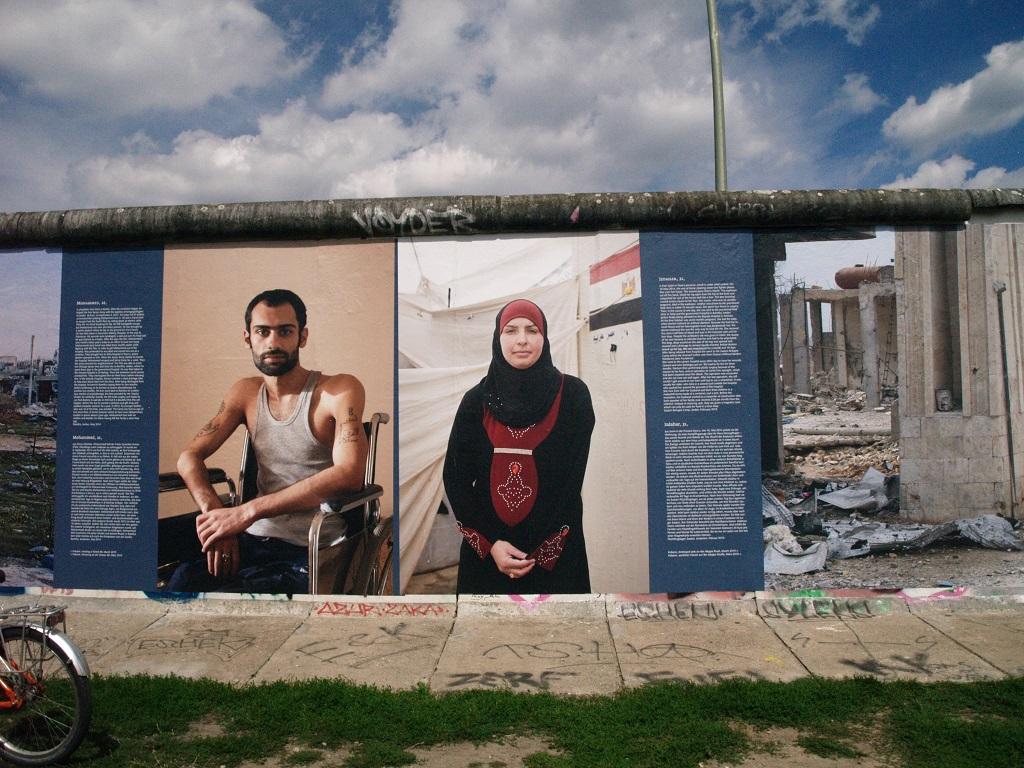 Berlin. East Side Gallery: malowany Mur Berliński