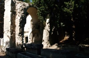 Arles Prowansalska nekropolia Alyscamps
