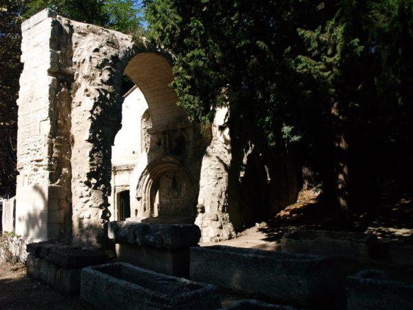 Arles. Prowansalska nekropolia Alyscamps