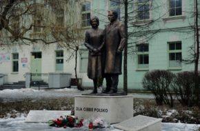 Radom Pierwszy pomnik prezydenckiej pary