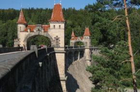 Les Království Zapora wodna jak zamek z bajki