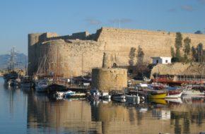 Kyrenia Kurort i port w cieniu twierdzy