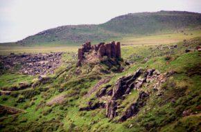 Amberd Górska warownia, od wieków w ruinie