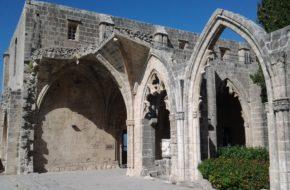 Bellapais Skrawek dawnej Francji na Cyprze