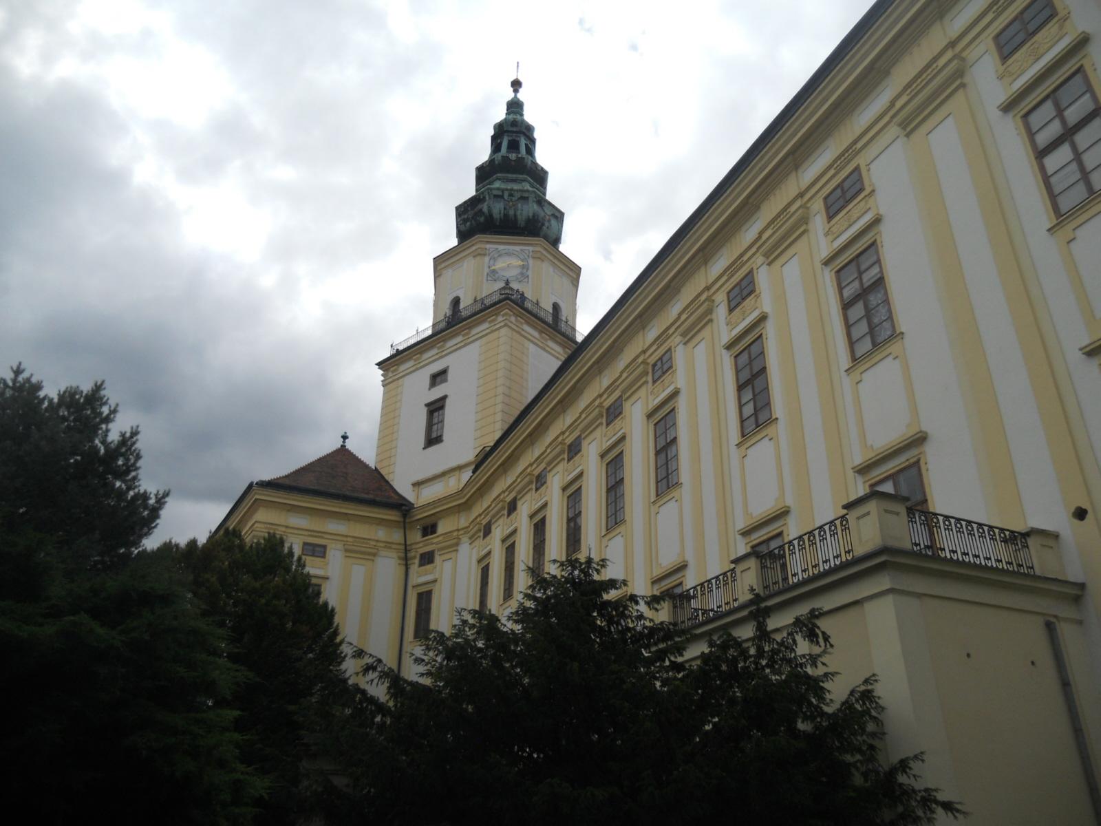 Kromierzyż. Ogrody kwiatowe wokół pałacu biskupów