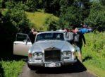 Ruska Bystra. Cerkiewny chór i stare samochody