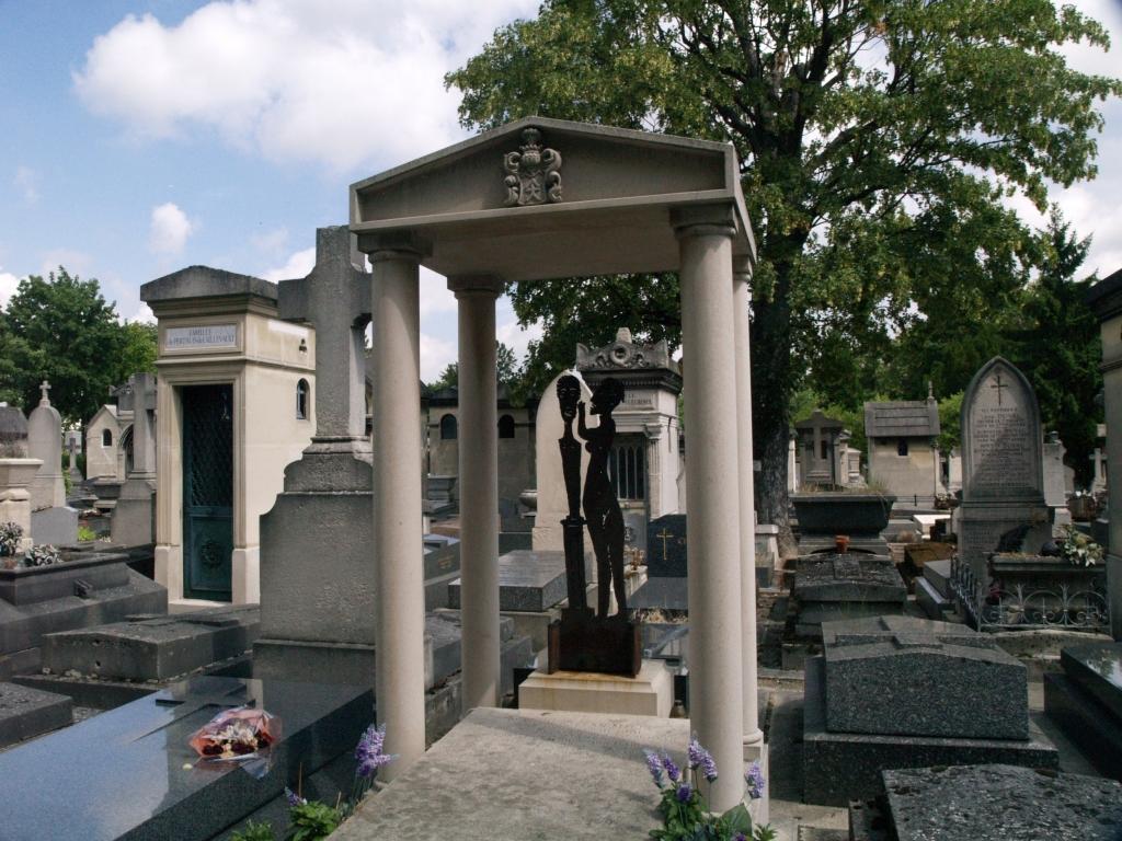 Paryż. Montparnasse i polskie na nim groby