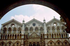 Ferrara Delikatna i subtelna, piękna i racjonalna