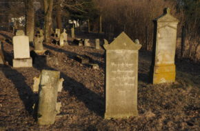 Barcice Cmentarze olęderskich mennonitów