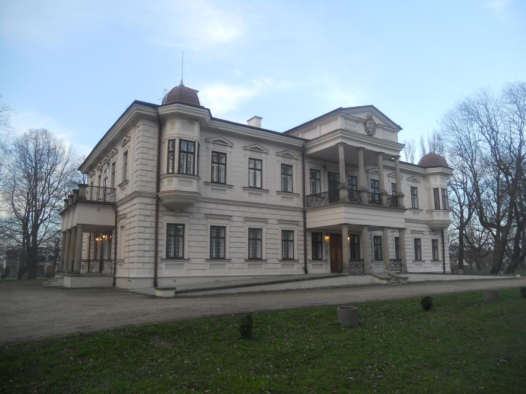Iwonicz. Zimowy pałac Załuskich