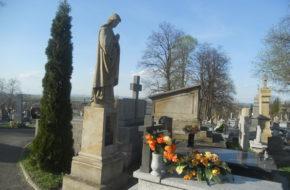 Rymanów Dęby Pamięci na cmentarzu