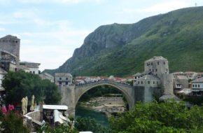Mostar Chłopcy znów skaczą z mostu…