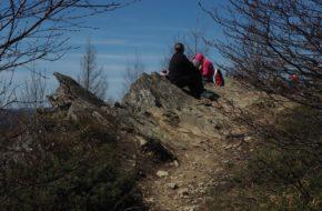 Dwernik Kamień Dydaktyczną ścieżką na sam szczyt