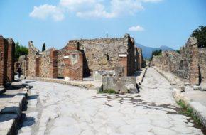 Pompeje Starożytności wydobyte z popiołów