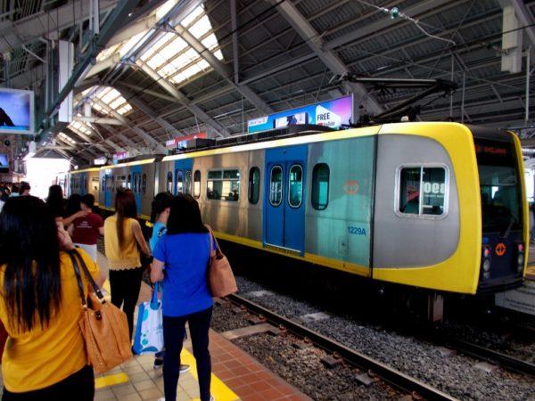 Manila. Koleją po stolicy Filipin