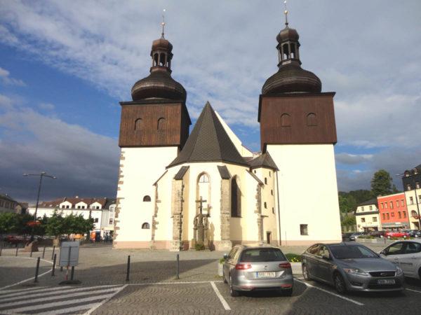 Náchod Niezwykły kościół na środku rynku
