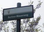Berlin. Cmentarz Inwalidów zniszczony murem