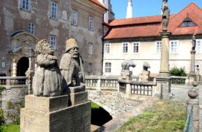 Nowe Miasto nad Metują Dwie trasy zwiedzania w zamku