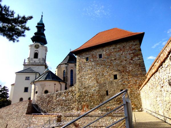 Nitra. Katedra i zamek na skalnym wzgórzu