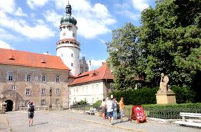 Nowe Miasto nad Metują Dzieje zamku od uderzenia gromu