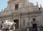 Acireale. Gromkie oklaski przed kościołem