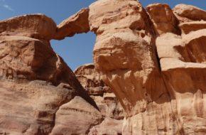 Wadi Rum Przez pustynię, w stronę najwyższej góry…