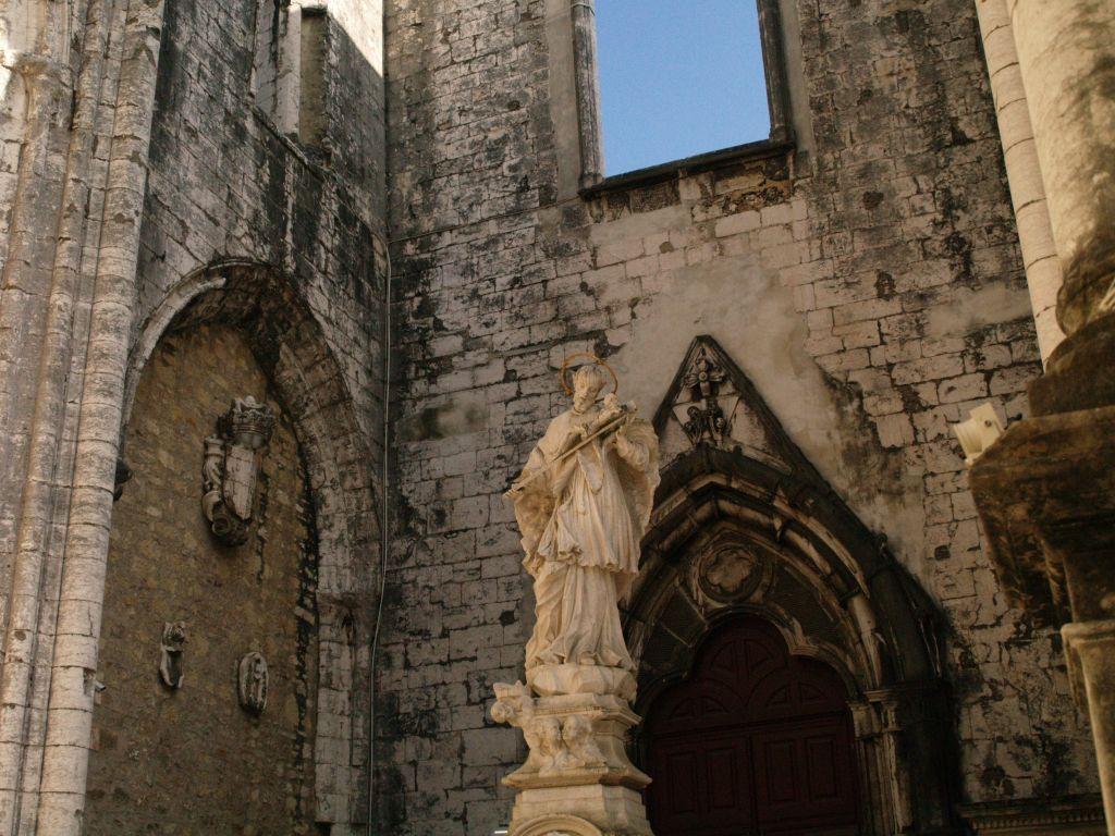 Lizbona. Igreja do Carmo, kościół bez dachu