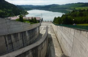 Niedzica Na zaporze i jeziorze Czorsztyńskim