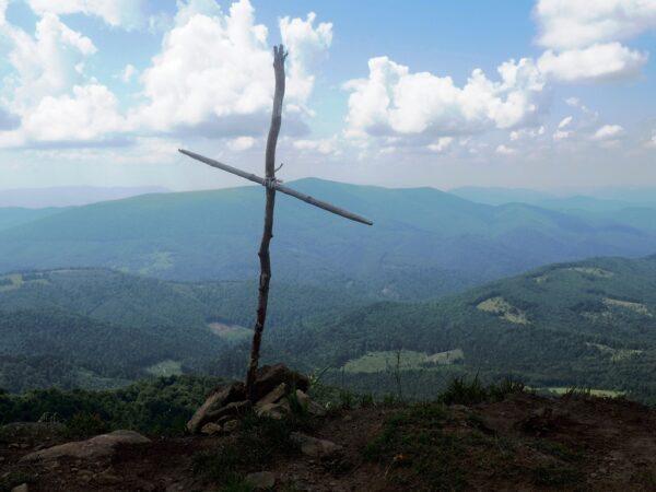 Połonina Równa. Przez las i trawy Ostrej Hory