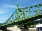 Budapeszt. Mosty na Dunaju od strony wody