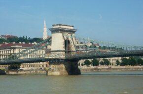 Budapeszt Mosty na Dunaju od strony wody