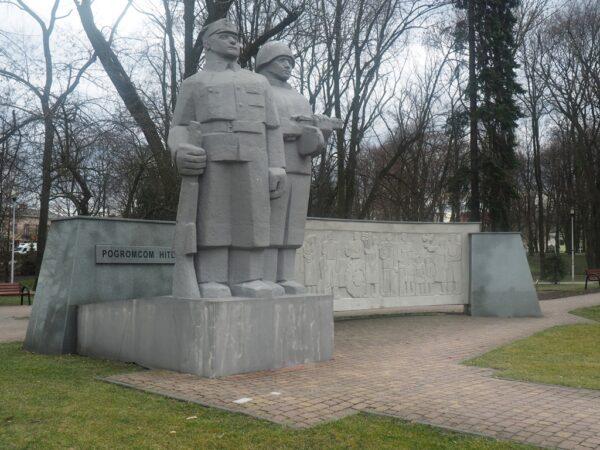 Wieluń Pomniki słuszne i niesłuszne