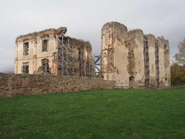 Bodzentyn Co pozostało z biskupiego zamku
