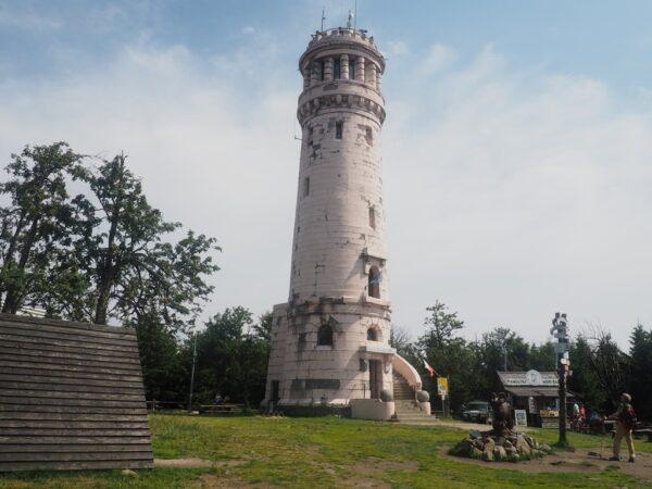 Wielka Sowa Kamienna wieża na szczycie