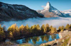 Zermatt Tu Matterhorn przegląda się w wodzie