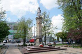 Kamieńsk Dwa pomniki Tadeusza Kościuszki