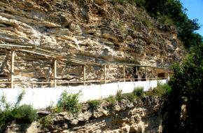 Aładża Kolorowy monaster wykuty w skale