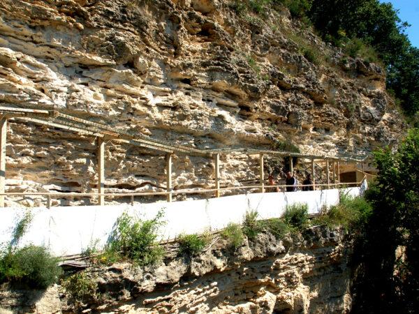 Aładża. Kolorowy monaster wykuty w skale