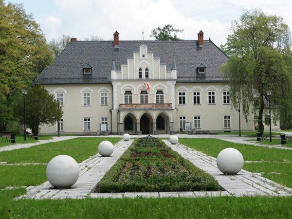 Łodygowice. Pałac ciągle jeszcze zwany zamkiem